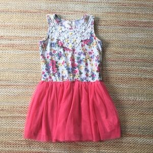 Flowers and a twirly skirt! Play Dress - SZ 6X